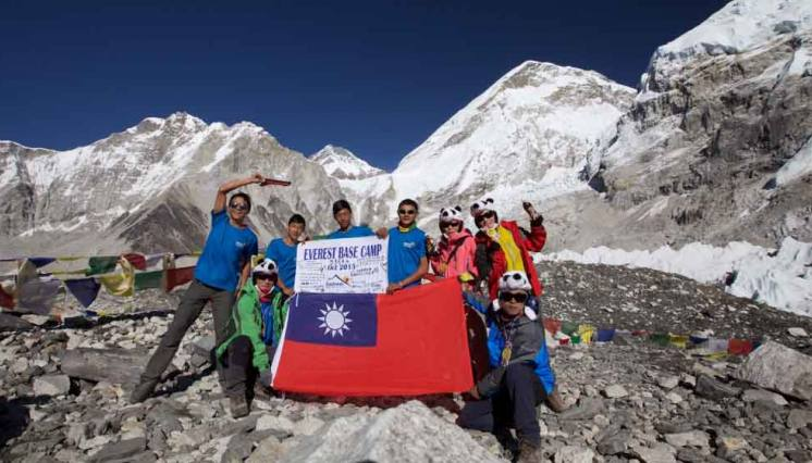 Groupe de trekking taïwanais au camp de base Everest