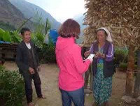 Guest is giving earthquake relief money to women of phuleli
